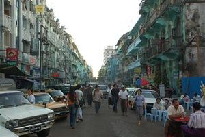 [Typowa ulica w Yangon[5].jpg]
