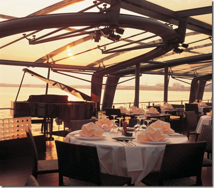 Bateaux – Floating Restaurant on Dubai Creek