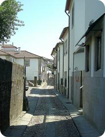 Rua típica do Centro Histórico de Valença