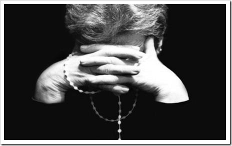 rezar o actuar
