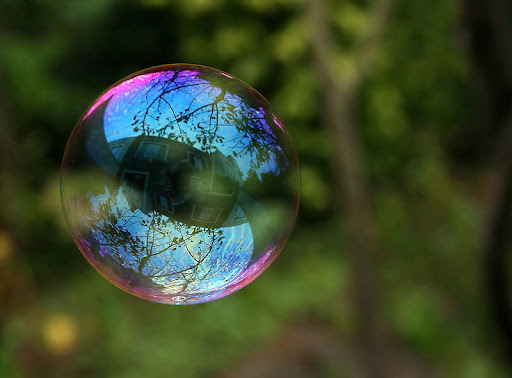 800px-Reflection_in_a_soap_bubble_edit.jpg