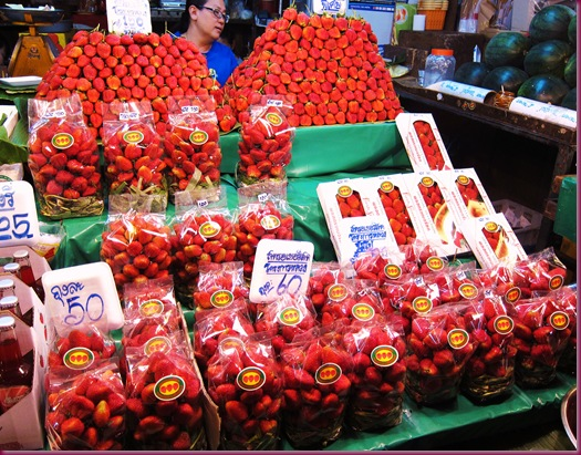 wororot market strawberries
