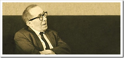 leo-strauss-sitting-smiling