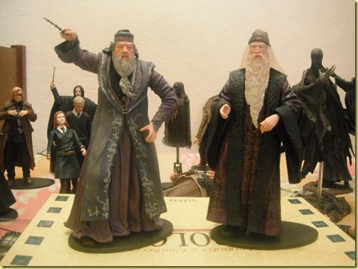o Dumbledore à esquerda foi o primeiro que eu vi mas não comprei. Me arrependi dias depois.....