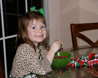 Kiss Cookie making - NOv 2010 (2)