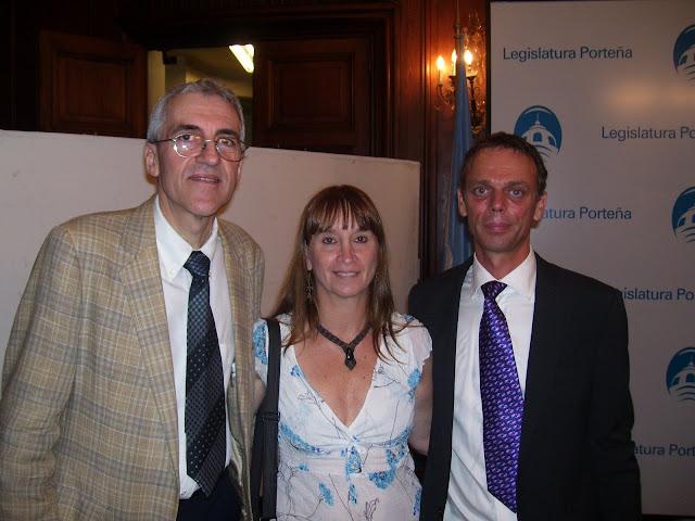 Rubén Aiassa (R.N.V.@), Pol Dhuyvetter (Alcaldes por la paz), Marcela Venturino (R.N.V.@