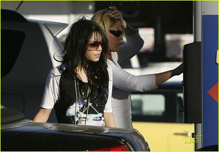 vanessa-hudgens-sees-the-light-07