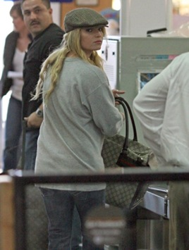 jessica-simpson-pregnant-or-fat-1