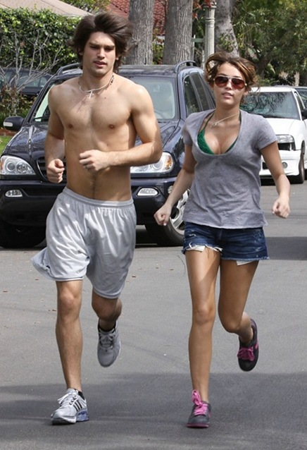 miley-cyrus-justin-gaston-running-01_thumb[3]