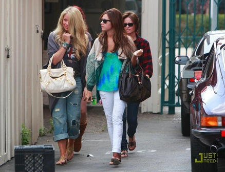 ashley-tisdale-samantha-droke-patys-05