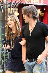 miley-cyrus-justin-gaston-taking-pictures-15