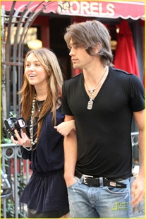 miley-cyrus-justin-gaston-taking-pictures-01