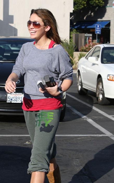 Justin Gaston fue a recoger a Miley de sus clases de pilates - Milocuradeamor
