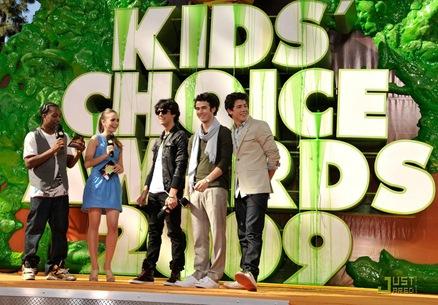 jonas-brothers-kids-choice-awards-12