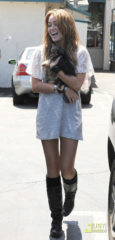 miley-cyrus-new-puppy-13