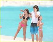 miley-cyrus-bikini-beach-08