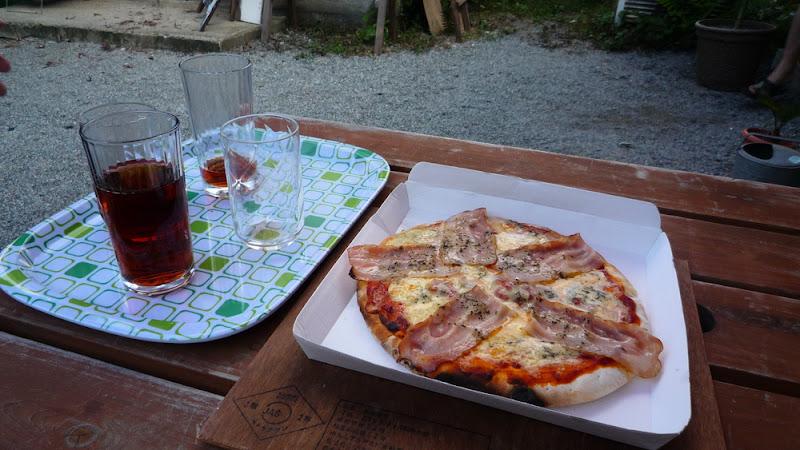 Pizza en horno hecho a mano pepinismo for Horno pizza segunda mano