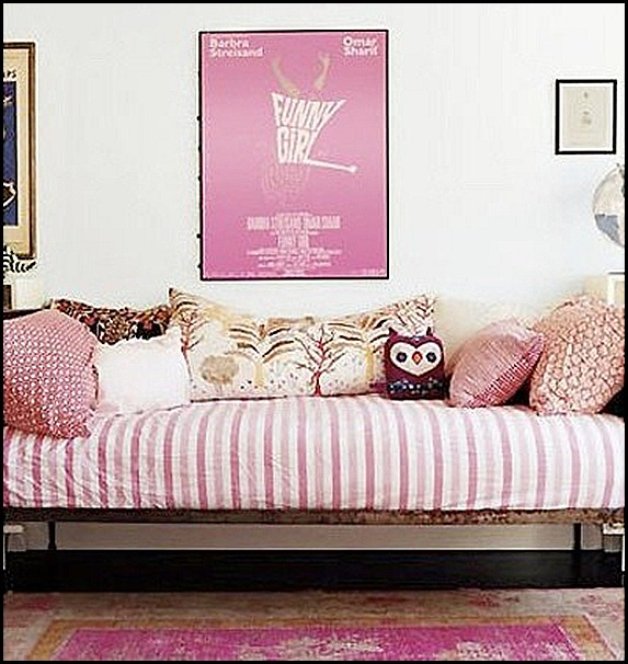 Good Life of Design: The Art Of Pillow Display!!