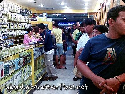 CDR-king in SM Cebu - long queue of customers