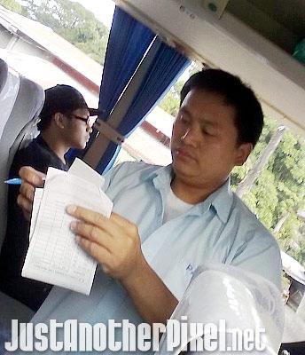 The VERY rude bus conductor of Partas in Laoag - JustAnotherPixel.net