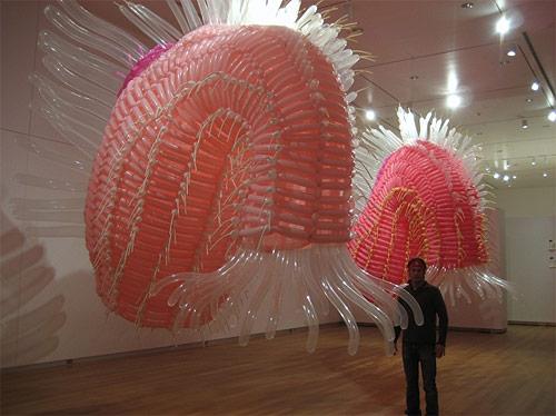 http://lh4.ggpht.com/_bKN77pn74dA/TLUecr689KI/AAAAAAAAEYM/7WELG_OaoS8/jasonhackenwerth_balloon_04.jpg