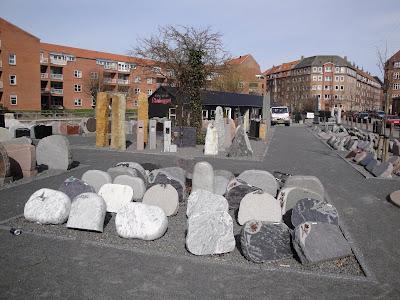 Tienda-exposición de lápidas en Aarhus
