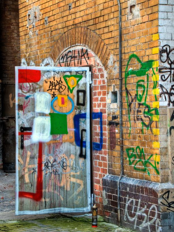 Tür (bemalt) mit Sprühdose