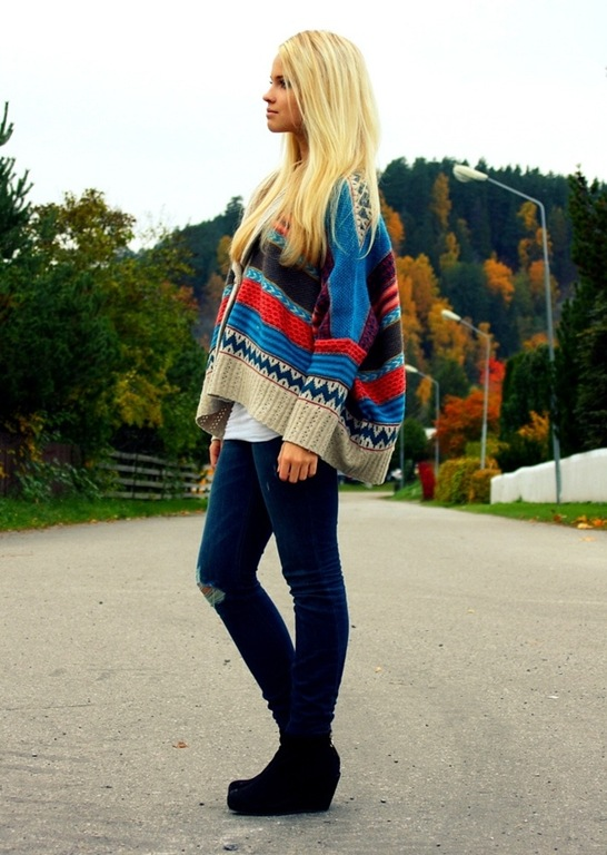 lookbook.nu image - nordic lady in colourful knitted jumper