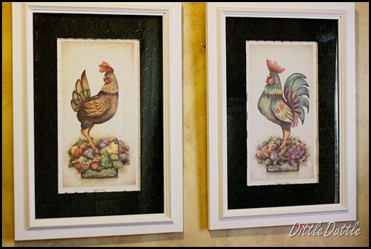 Pair-of-chicken-wire-roaster-art