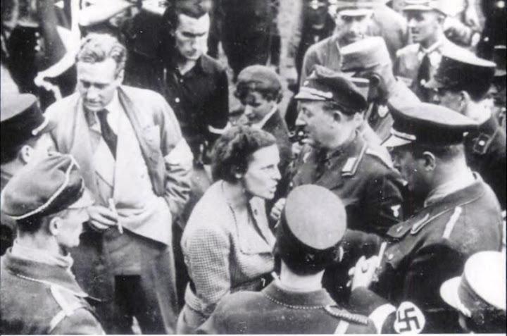 Leni Riefenstahl during the shooting of 'Sieg des Glaubens'