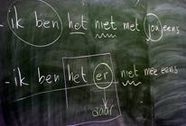Inburgeringscursus Nederlandse taal op schoolbord