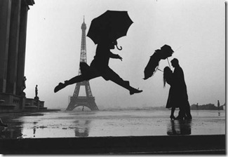 Elliot_Erwitt_Paris_1989_Eiffel_Tower
