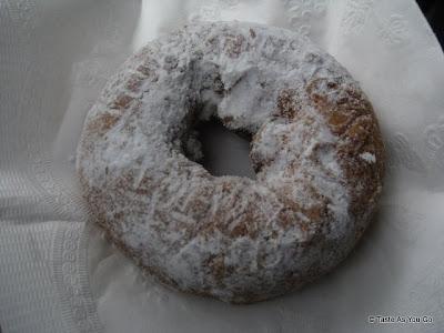Cider-Donut-Fulton-Stall-Market-New-York-NY-tasteasyougo.com