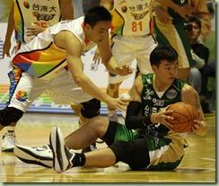 台灣大顏振弘(左)台啤吳岱豪(右)
