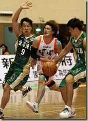 台啤陳世念(左)楊敬敏(右)璞園洪至善(中)