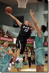 泰山高中13號王泰傑上籃攻下全場最高的28分