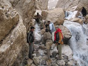 تنگ کرسستو - عبور از میان آب و سنگ و برف