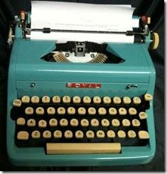 Vintage_Royal_Quiet_Deluxe_Manual_Blue_Typewriter