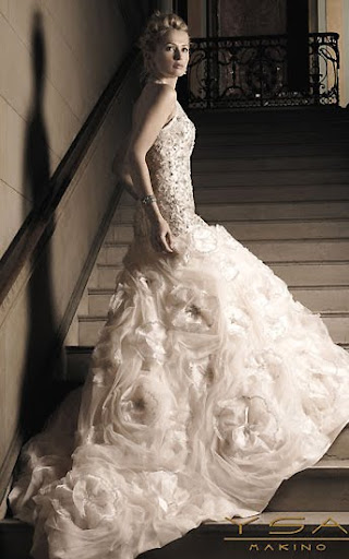 each year i scour the latest bridal couture for my favorite wedding gown of