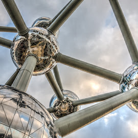 Atomium by Dan Roberts - Buildings & Architecture Other Exteriors ( atomium, brussels )