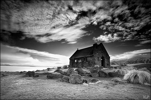 bw-sky-abandoned-house