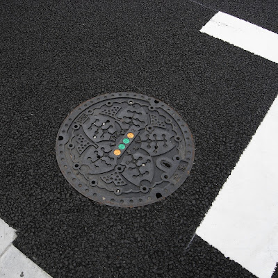 東京都下水道局のマンホールとイチョウマーク