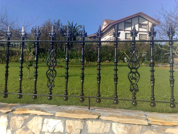 Novedades forja barandillas de aluminio for Verjas para jardin