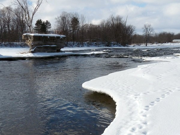 ice shelf on the oswegatchie river