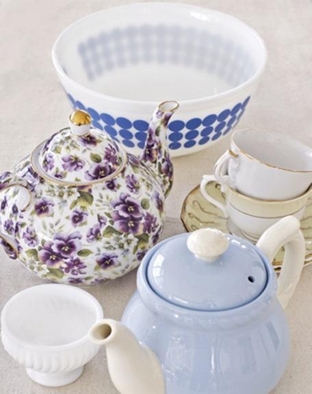 teapots-bowls-cups-de-77177302