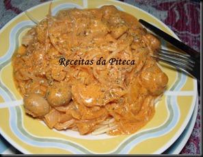 Esparguete com molho de cogumelos e rebentos de soja