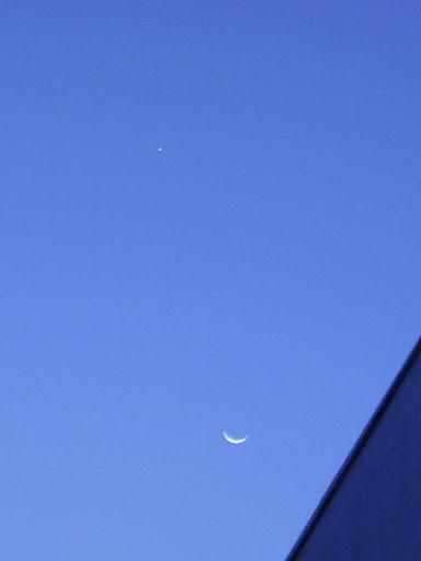 La Luna y Venus durante su encuentro en el cielo.