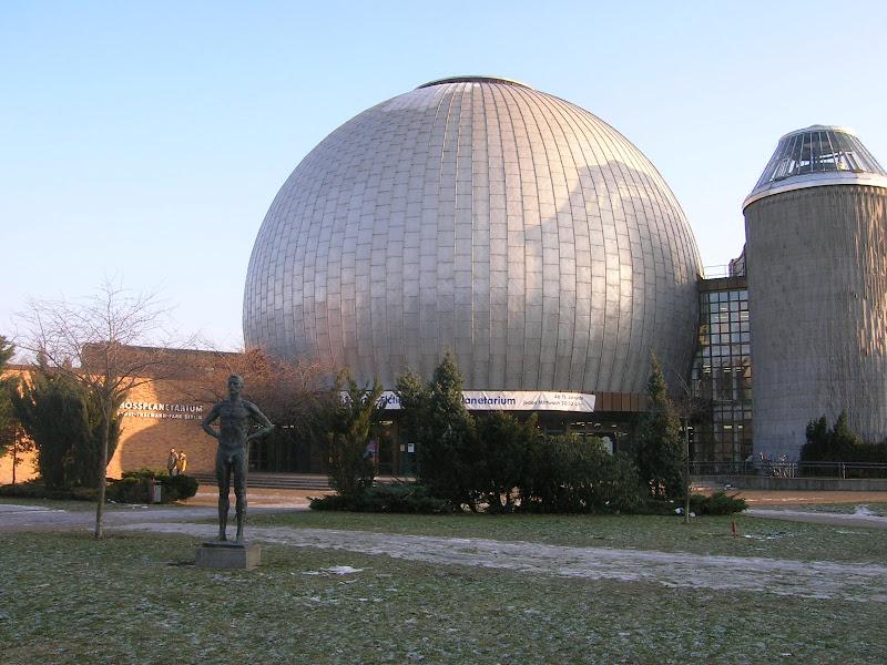 Arhitektura - Page 2 42.%20Berlin_Zeiss_Planetarium