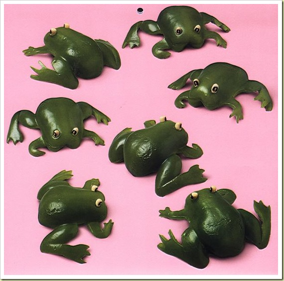 http://lh4.ggpht.com/_dlkAw43cLC0/SUGJZQPdn6I/AAAAAAAABuE/cvsaBpGhj8U/s800/04-fruit-and-vegetable-art-frogs-thumb1.jpg