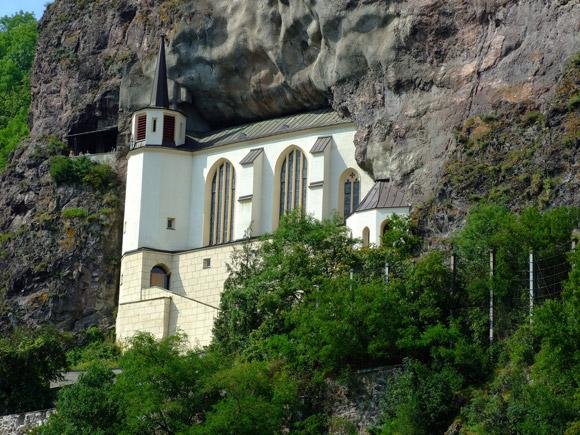 20-Unusual-Churches-PII-felsenkirche2-